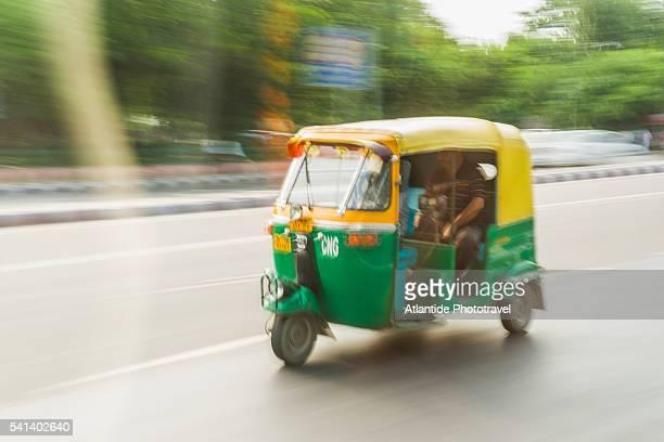 riscio along boulevard - auto rickshaw stock pictures, royalty-free photos & images