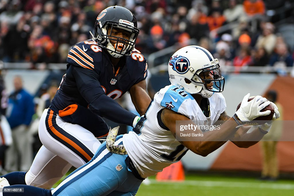 Rishard Matthews #18 of the Tennessee Titans makes a catch for a touchdown in the second quarter against the Chicago Bears at Soldier Field on November 27, 2016 in Chicago, Illinois.