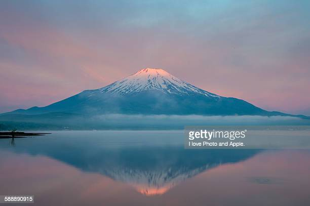 Rising sun began to dye Fuji