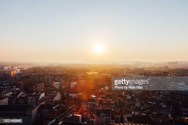 rising sun city - レリダ県 ストックフォトと画像