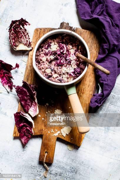 risotto with radicchio, red wine and pancetta - catalogna foto e immagini stock