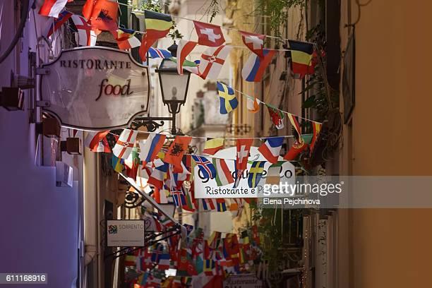 ristorante e pizzeria - bandiera albanese foto e immagini stock