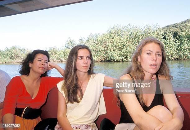"Rita Russek, Regina Sattler, Andrea Heuer, , neben den Dreharbeiten zur ZDF-Serie ""Insel der Träume"", Hawaii/USA/Amerika, , Wailua-Fluss, Boot,..."