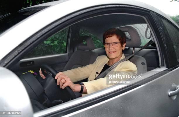 Rita Süssmuth am Steuer des KäferNachfolger New Beetle Die Bundestagspräsidentin ließ sich für die VoxRubrik Traumpaare die autobegeisterte...