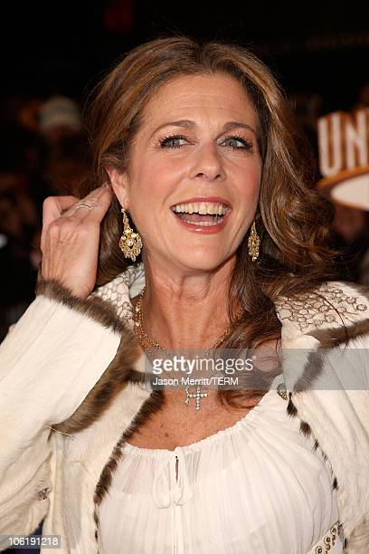 """Rita Wilson arrives to the premiere of Universal Pictures' """"Charlie Wilson's War"""" at City Walk Cinemas on December 10, 2007 in Universal City,..."""