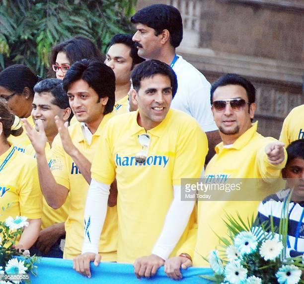 Ritesh Deshmukh Akshay Kumar and Gulshan Grover at the Standard Chartered Mumbai Marathon 2010 on Sunday January 17 2010