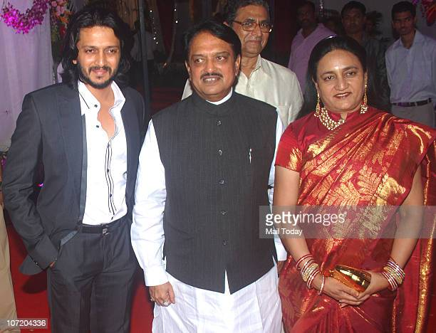 Ritesh Deshmukh With His Father Vilasrao And Mother During Politician Narayan Ranes Sons Wedding In Mumbai