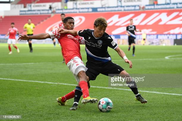 Ritsu Doan of DSC Arminia Bielefeld holds off Leandro Barreiro of 1. FSV Mainz 05 during the Bundesliga match between 1. FSV Mainz 05 and DSC Arminia...