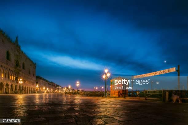riva degli schiavoni promenade at night, venice, italy - image foto e immagini stock