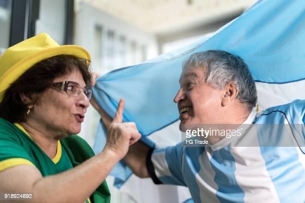 Rivalität zwischen Brasilianern und Argentiniern fans