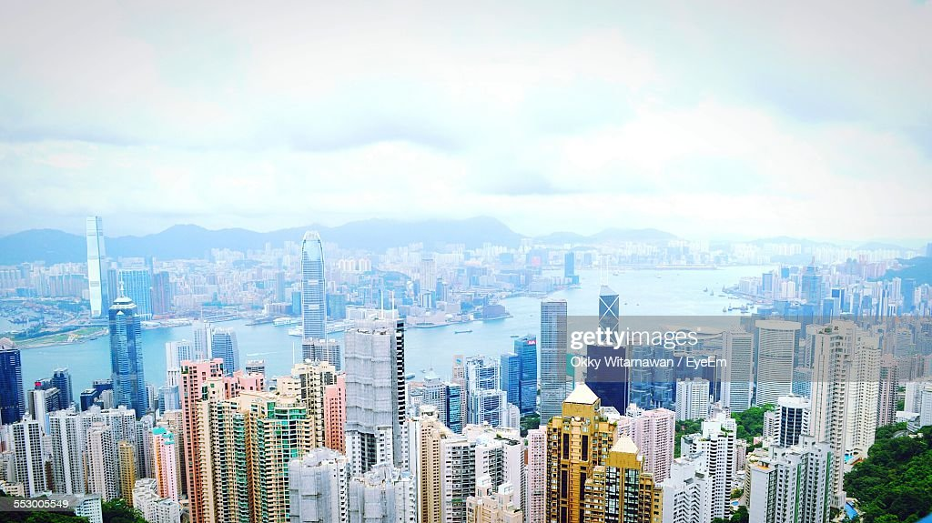 River Amidst Cityscape Against Sky : Stock Photo