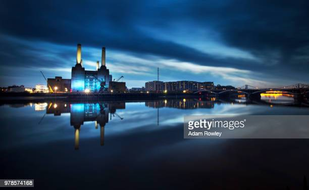 river and battersea power station illuminated, london, england, uk - battersea stock pictures, royalty-free photos & images