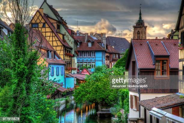 river and trees in colorful old town, colmar, alsace, france - colmar - fotografias e filmes do acervo