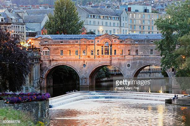 river avon and pulteney bridge, bath - bath england stock pictures, royalty-free photos & images