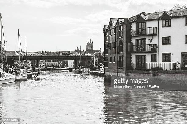 river by buildings against sky - massimiliano ranauro stock pictures, royalty-free photos & images