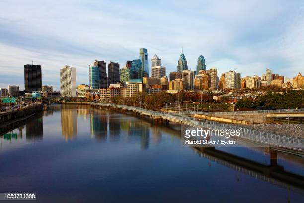 river by cityscape against sky - philadelphia pennsylvania stock pictures, royalty-free photos & images