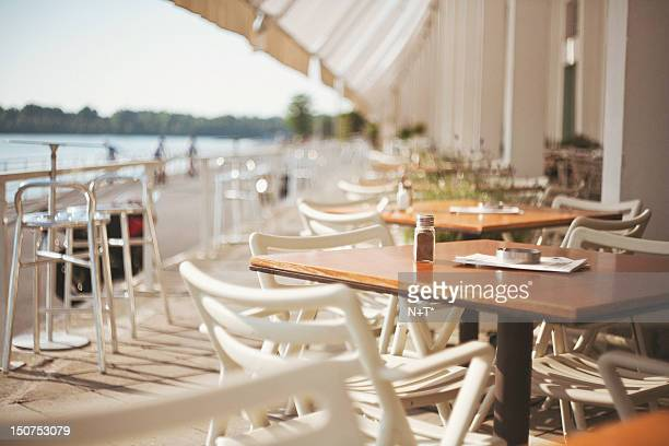 river cafe - pavement cafe stock pictures, royalty-free photos & images