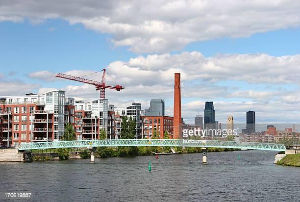 川横断歩道を渡り、モントリオール市 - buzbuzzer ストックフォトと画像