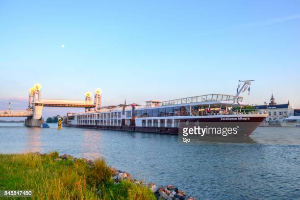 "river cruise ship on the river ijssel near kampen during sunset - ""sjoerd van der wal"" or ""sjo"" stock pictures, royalty-free photos & images"