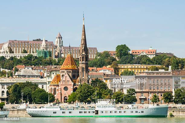 river danube and castle district, budapest - royal palace budapest stock pictures, royalty-free photos & images