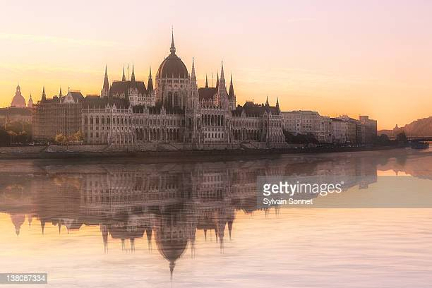 river danube and parliament building, budapest - budapest stock pictures, royalty-free photos & images