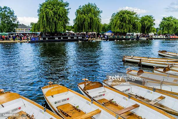 river festival - ストラトフォード・アポン・エイボン ストックフォトと画像