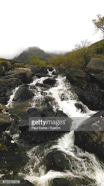 river flowing through rocks - bethesda maryland stock pictures, royalty-free photos & images