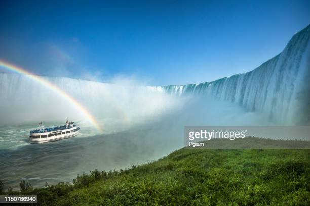 river flows over the niagara falls ontario canada - niagara falls stock pictures, royalty-free photos & images