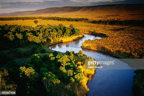 river in masai mara national reserve - kenya stock pictures, royalty-free photos & images