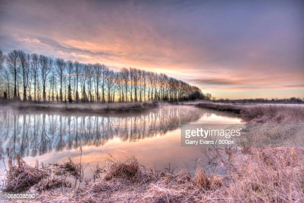 river in winter scenery - gloucestershire stock pictures, royalty-free photos & images