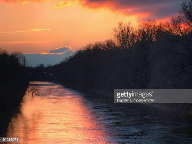 river isar evening - fiume isar foto e immagini stock