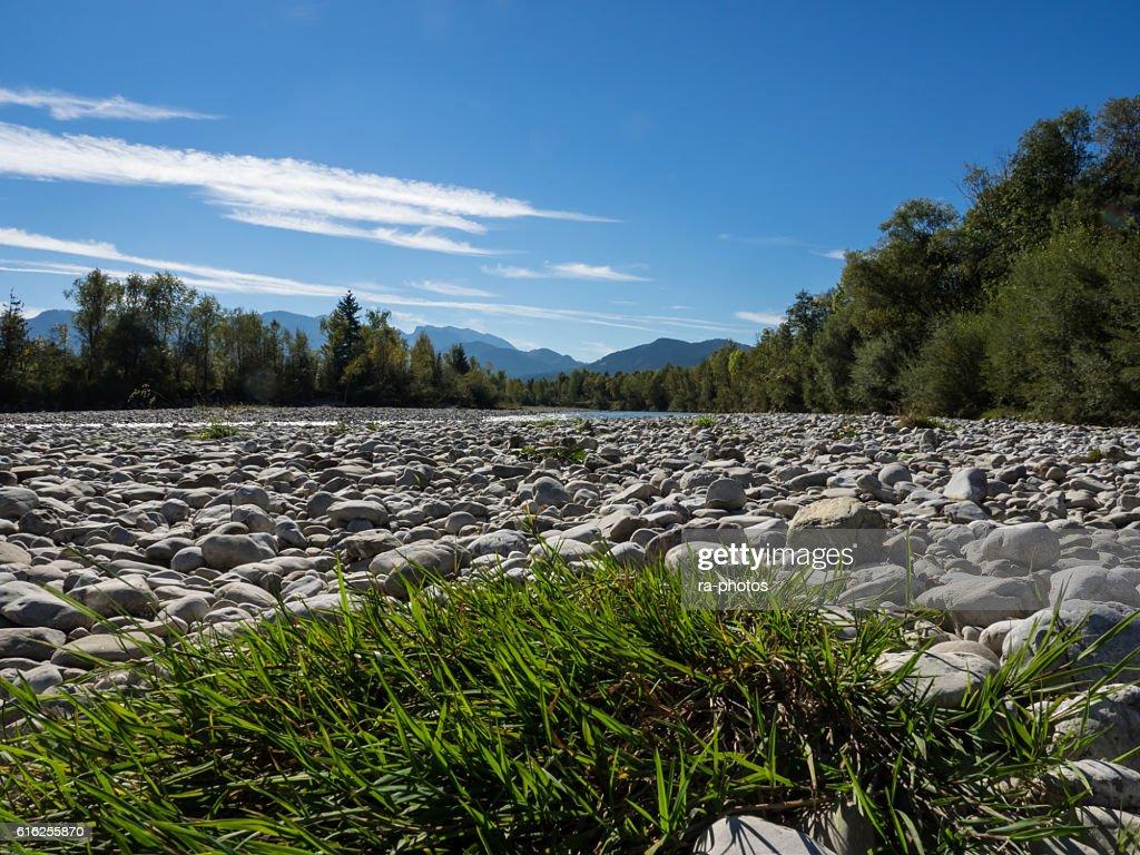 Río Isar : Foto de stock