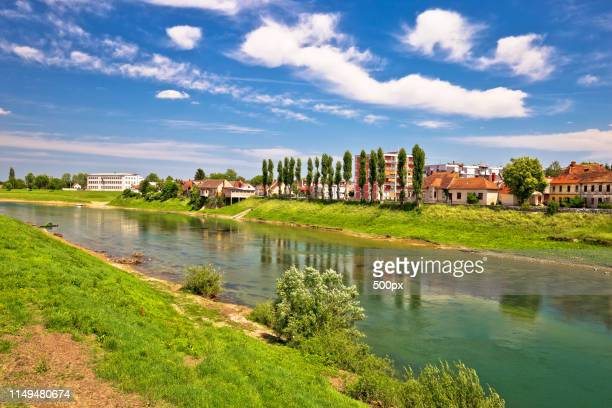 river kupa in town of karlovac - rio kupa - fotografias e filmes do acervo