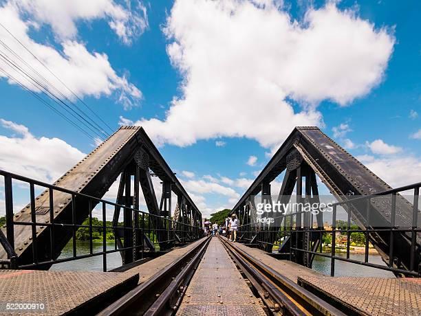 クワイ川橋でカーンチャナブリー県(タイ) - カンチャナブリ県 ストックフォトと画像