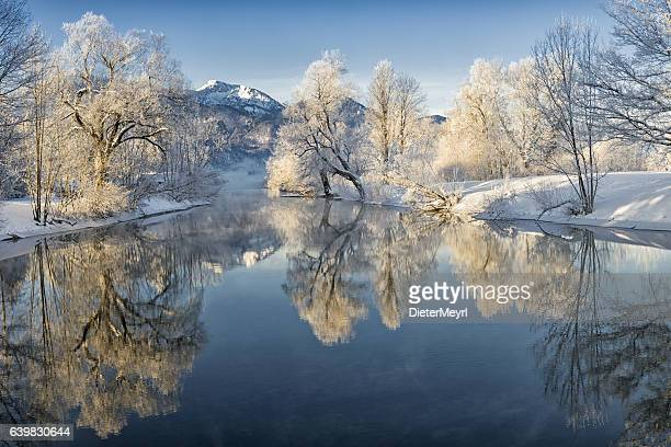 river loisach entering lake kochel in winter - februar stock-fotos und bilder