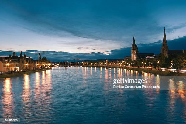 river ness at night - daniele carotenuto stock-fotos und bilder