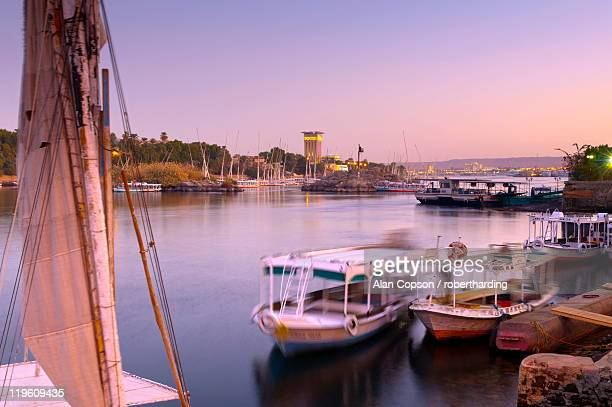 river nile, aswan, upper egypt, egypt, north africa, africa - upper egypt stock pictures, royalty-free photos & images