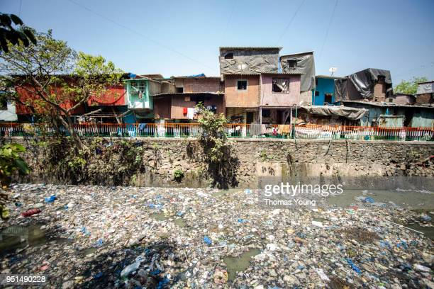 river of rubbish on dharavi slums, mumbai - plastic pollution stock pictures, royalty-free photos & images