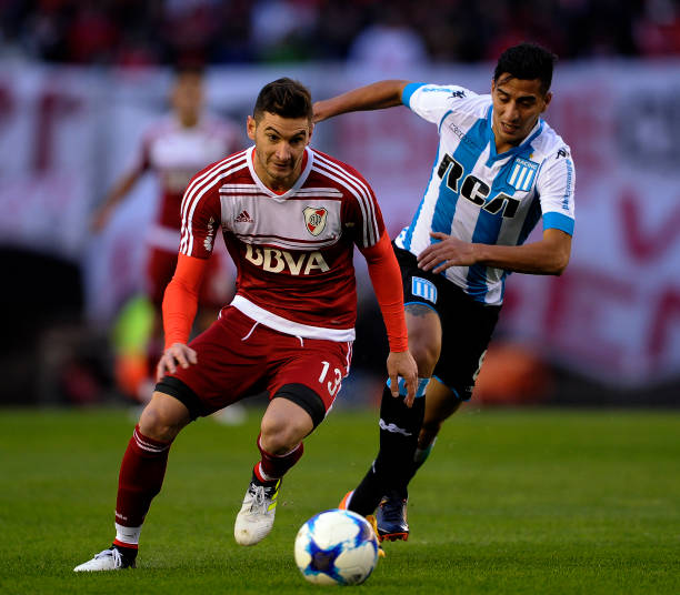 Lucas Alario (l.) is one of many key players on his way out of River Plate this summer. (ALEJANDRO PAGNI/AFP/Getty Images)