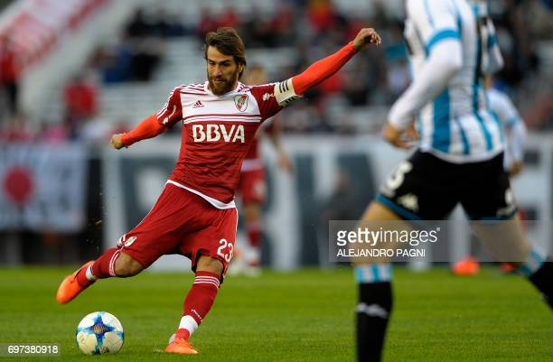 River Plate's midfielder Leonardo Ponzio prepares to shoot during their Argentina First Divsion football match against Racing at Antonio Vespucio...