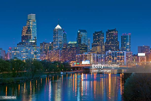 river, reflections, skyscrapers, skyline, twilight - philadelphia skyline stock pictures, royalty-free photos & images