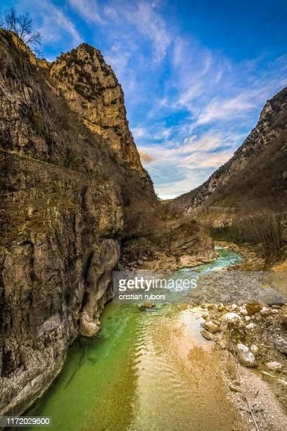 river running through a mountain gorge, furlo pass, marche, italy - marche italia foto e immagini stock