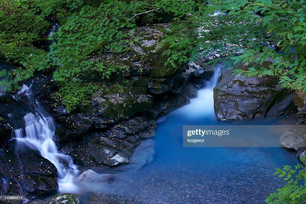 River runs through stream : ストックフォト