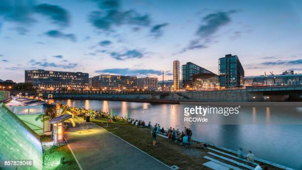 river spree waterfront at central station, berlin, germany - ベルリン ミッテ区 ストックフォトと画像