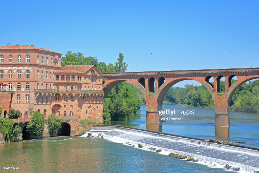 River Tarn, weir and new bridge (22 August 1944) in Albi, France. : Stock Photo