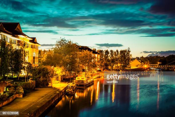 river thames at night in reading, berkshire - berkshire england stock pictures, royalty-free photos & images