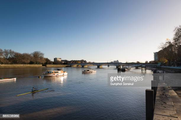 river thames with putney pier - fulham stock pictures, royalty-free photos & images
