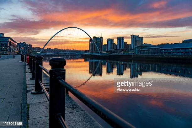 river tyne at sunrise - newcastle upon tyne stock pictures, royalty-free photos & images