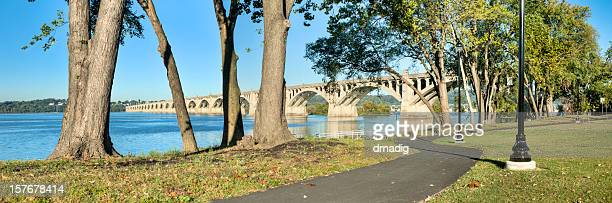 river walk along susquehanna river with view of columbia-wrightsville bridge - lancaster county pennsylvania stock pictures, royalty-free photos & images