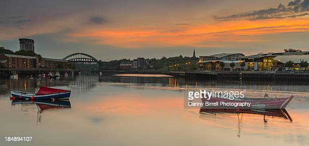 river wear sunset - sunderland - sunderland stock pictures, royalty-free photos & images